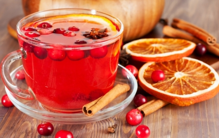 Hot-mulled-wine-with-berries